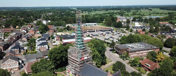 Modulgerüst für Dachsanierung eines Kirchenturms