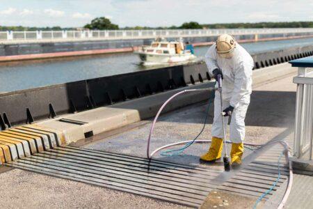 Höchstdruckwasserstrahlen und Oberflächenschutz an der Schleuse Hohenwarthe
