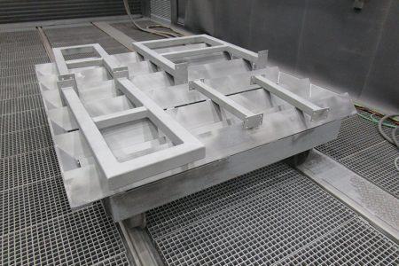 Nietiedt Oberflächenzentrum mit Strahlhalle für stationären Korrosionsschutz in Hamburg.