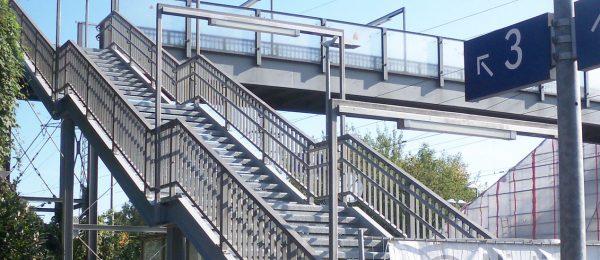 Neuer Korrosionsschutz und Dünnschichtbelag für Fußgängerbrücke