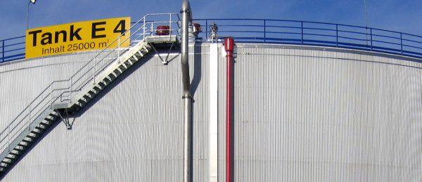 Aus einer Hand: Schadstoffsanierung und Korrosionsschutz für Rohöltanklager