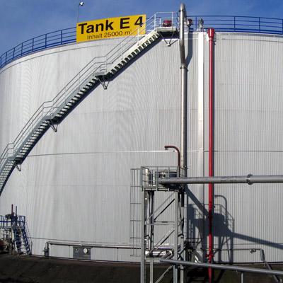 Luftdichte Einhausung eines Rohöltanklagers für Schadstoffsanierung und Korrosionsschutz